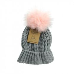 Grossiste. Bonnet avec un gros pompon gris et rose